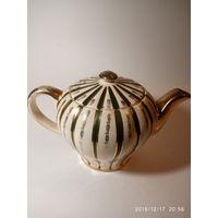 Старинный фарфоровый шикарный чайник для заварки. Англия..Клеймо . Золочение.