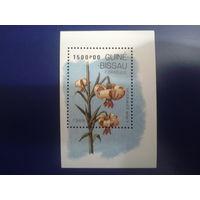 Гвинея-Бисау 1989 Цветы блок Mi-5,0 евро