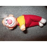 Клоун миниатюрный винтажный. Пластик ( похож на бакелит)