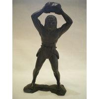 Фигурка древнего человека.
