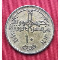 76-04 Египет, 10 пиастров 1992 г.