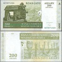 МАДАГАСКАР 200 ариари - 1000 франков 2004 год ПРЕСС из пачки UNC