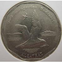 Кабо-Верде 20 эскудо 1994 г. Птицы. Бурая олуша. В холдере (gk)