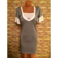 Классное платье-туника, размер 42-44 полосатое, очень классно смотрится. В полоску, цвет белый и черный. Длина 92 см, ПОгруди тянется 38-42 см. Прогадала с размером, не ношена.
