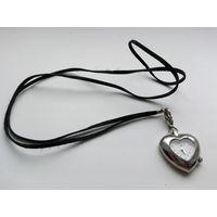 Часы женские LGP в виде сердечка. Механизм производство Сингапур. Нерабочие. Для антуража / в ремонт / на запчасти.
