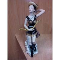 Фарфоровая статуэтка -амазонка -румыния
