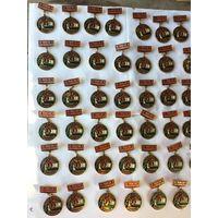 Более 50 советских пионерско-комсомольских значков в лёгком  металле. цена за 1. продажа от 5 штук.