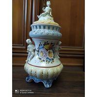 Шикарная старинная ваза с крышкой. Живопись.Европа.