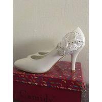 Свадебные белые туфли 37 р