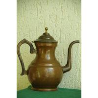 Чайник медный с лужением   ( высота 28 см , объем 2 литра )    целый