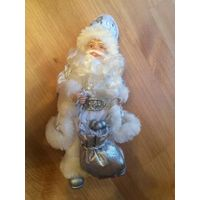 Очаровательный Дед Мороз, новый. Белого цвета. Очень классный). Высота 22 см.