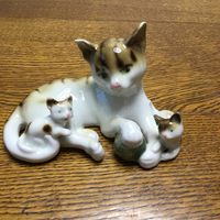 Статуэтка фарфоровая Кошка с котятами, Германия