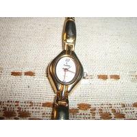 Женские часы Рекорд небольшие с исправной цепочкой