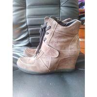 Сникерсы ботинки р. 39 натуральная кожа замш Беж