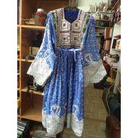 Богатый парчовый национальный наряд(платье и шаль).