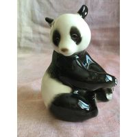 Статуэтка фарфоровая бамбуковый медведь (панда) Пиньпинь. ЛФЗ, СССР