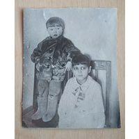 Фото детей. 1930-е. 6х8 см.