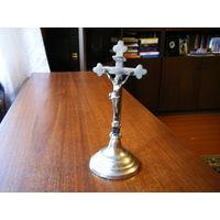 Старинный настольный  католический крест.