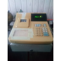 Кассовый аппарат с ящиком для денег. Рабочий.