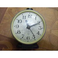 Часы, будильник.