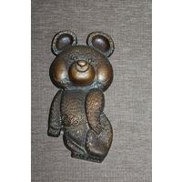 """Настенный барельеф """"Олимпийский мишка"""", времён СССР, силумин, длина 20 см."""