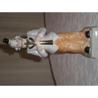 Фигурка фарфоровая Клоун со свирелью. 25 см.