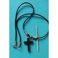 Крест из камня на шнурке
