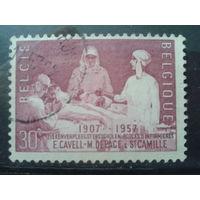 Бельгия 1957 Королева Элизабет ассистирует при операции, живопись