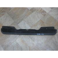 101783 BMW E36 решетка под лобовое 51131977679
