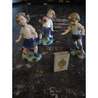 Юные футболисты(фарфор)