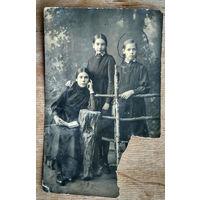 Фото трех девушек. 1920-е г.? 9х14 см