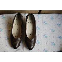 Продам женские кожанные туфли