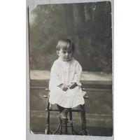 Фото маленькой девочки. 1920-30-е г. 8х13 см.