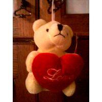 Игрушка мягкая-Медвежонок с сердечком.