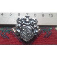 Знак ,герб старинный,возможно серебро??  Торг предусмотрен.