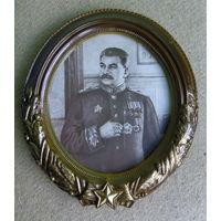 Старая литография И.В.Сталин в бакелитовой раме.