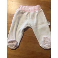 Красивые штанишки на 62 рост, белого с розовым цвета. Длина 30,5 см, длина пошагового шва 16,5 см, ПОталии 15,5 - 23 см тянется, ПОбедер 30-35 см тянется. Состав 80% хлопок, 20% полиэстера. Турция