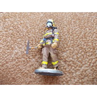 Фигурка пожарного фирма Del Prado.Аукцион с 1.00 руб.