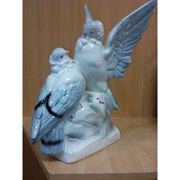 Фарфоровая статуэтка -пара голубей- германия