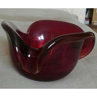Конфетница ваза из толстого красного стекла Очень тяжелая высота 10 см
