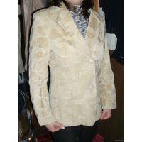 Бархатистый женский пиджак, р.46-48, рост 165-170. Отдам даром при покупке любого моего лота!