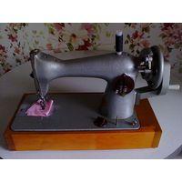Продам ручную Подольскую швейную машинку 90-х годов. Состояние как новое