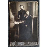 """Фото мужчины и женщины. До 1917 г. Бобруйск. Фотография """"Модернъ"""". 10.5х16.5 см."""