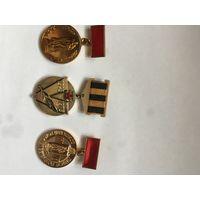 3 медалькие советского комитета ветеранов  войны  одним лотом!  НОВЫЕ!  Крайние  в тяж. металле.