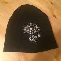 Клевая и стильная весенняя шапка с черепом. Совсем мало бу.