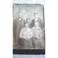 Фотография польской или белорусской семьи.