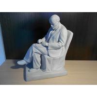Статуэтка,, Ленин сидящий в кресле,,ЛФЗ. 35см.