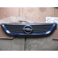 102001 Opel Vectra B решетка радиатора