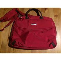 Компьютерная сумка Prestigio красного цвета. Размер 42 см на 30 см. Много отделений, достаточно вместительная, есть длинная ручка. В общем состояние хорошее, можно придраться к ручке, изнутри немного
