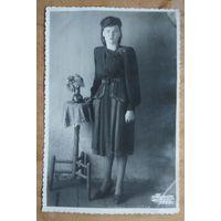 Студийное фото дамы. Минск. 1953 г. 8.5х13 см